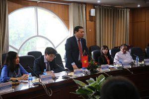 Ông Vũ Thành Đông - Phó Tổng cục trưởng Tổng cục DS-KHHGĐ phát biểu tại buổi lễ
